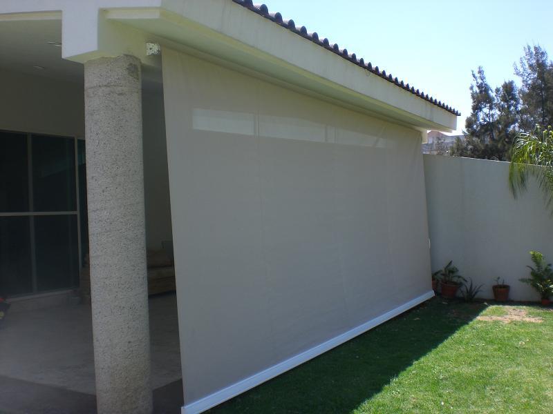 Toldos verticales en madrid toldos roama 477 18 00 for Cortinas para terrazas exteriores